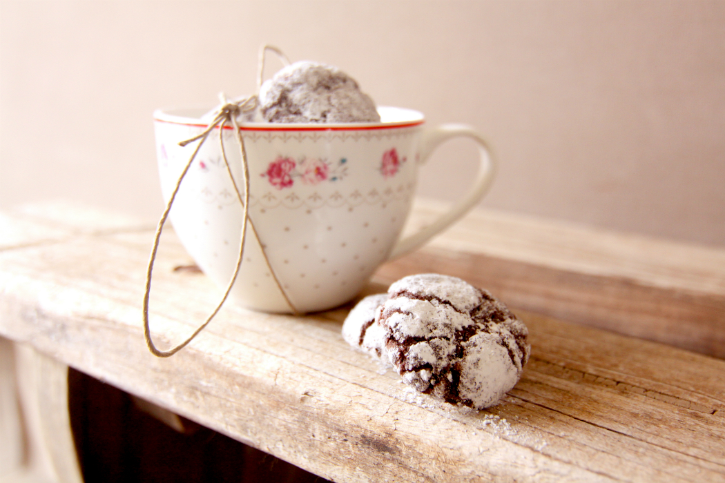 shabi chic cup and chocolate cookie shalach manot