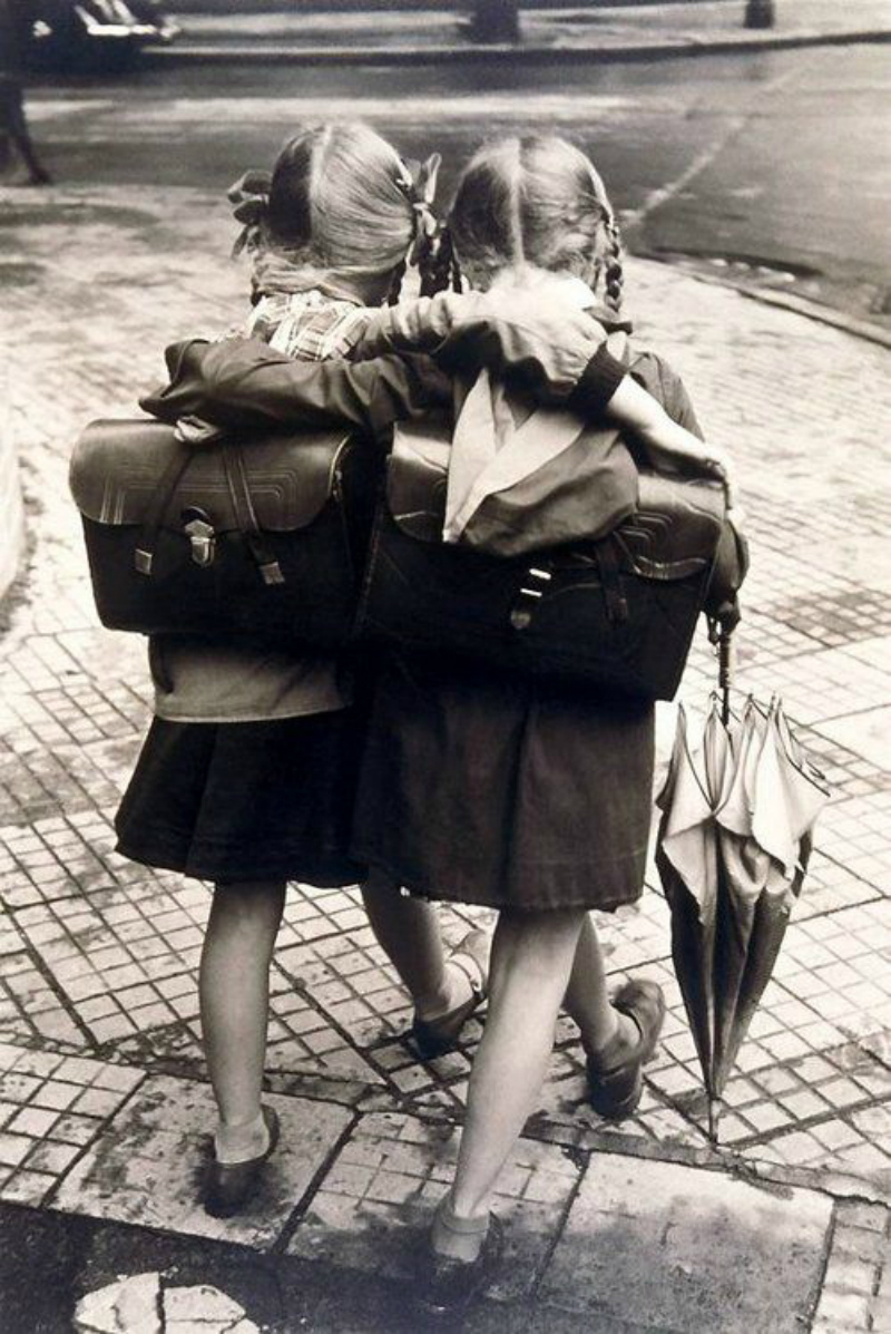 black and white photography schihool girls vintage