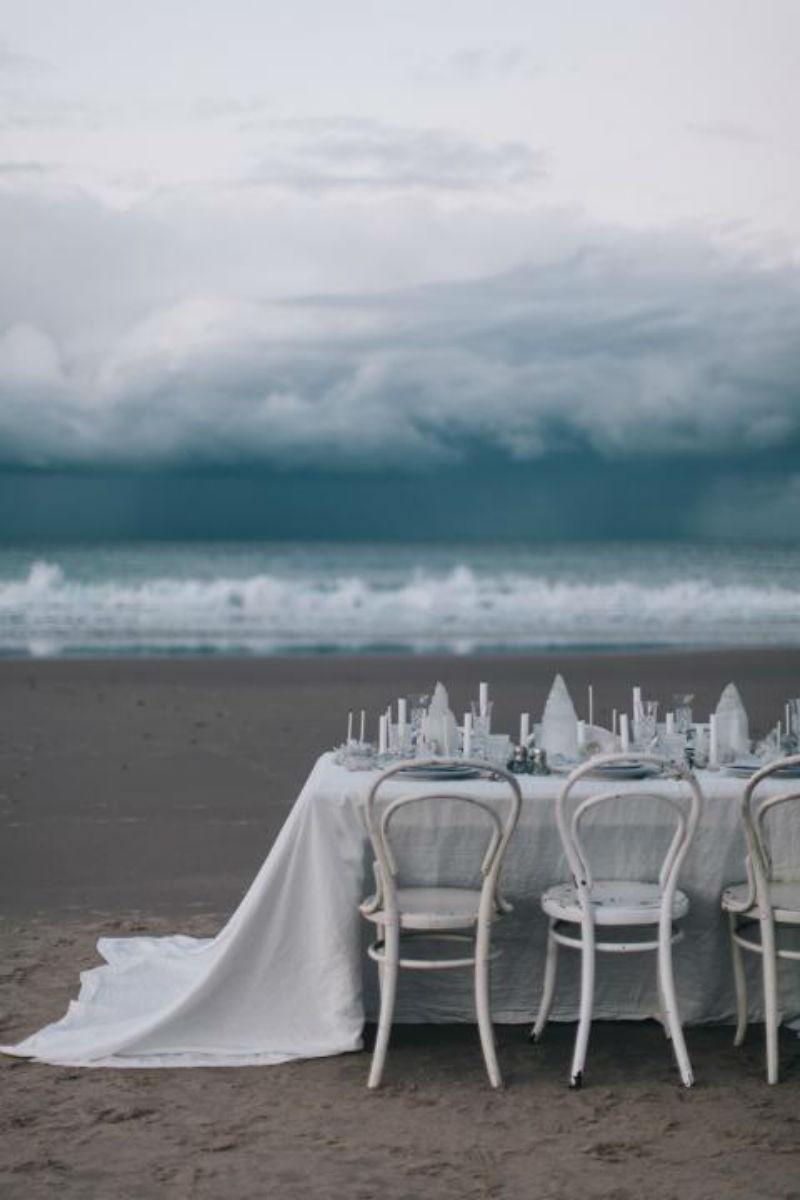 setting fastive seder table