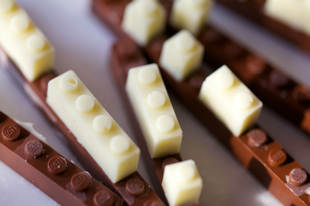 sparebutton chocolate lego