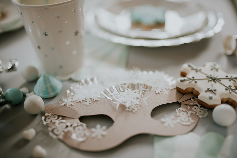 cool and bello purim table setting and mpaper mask ideas