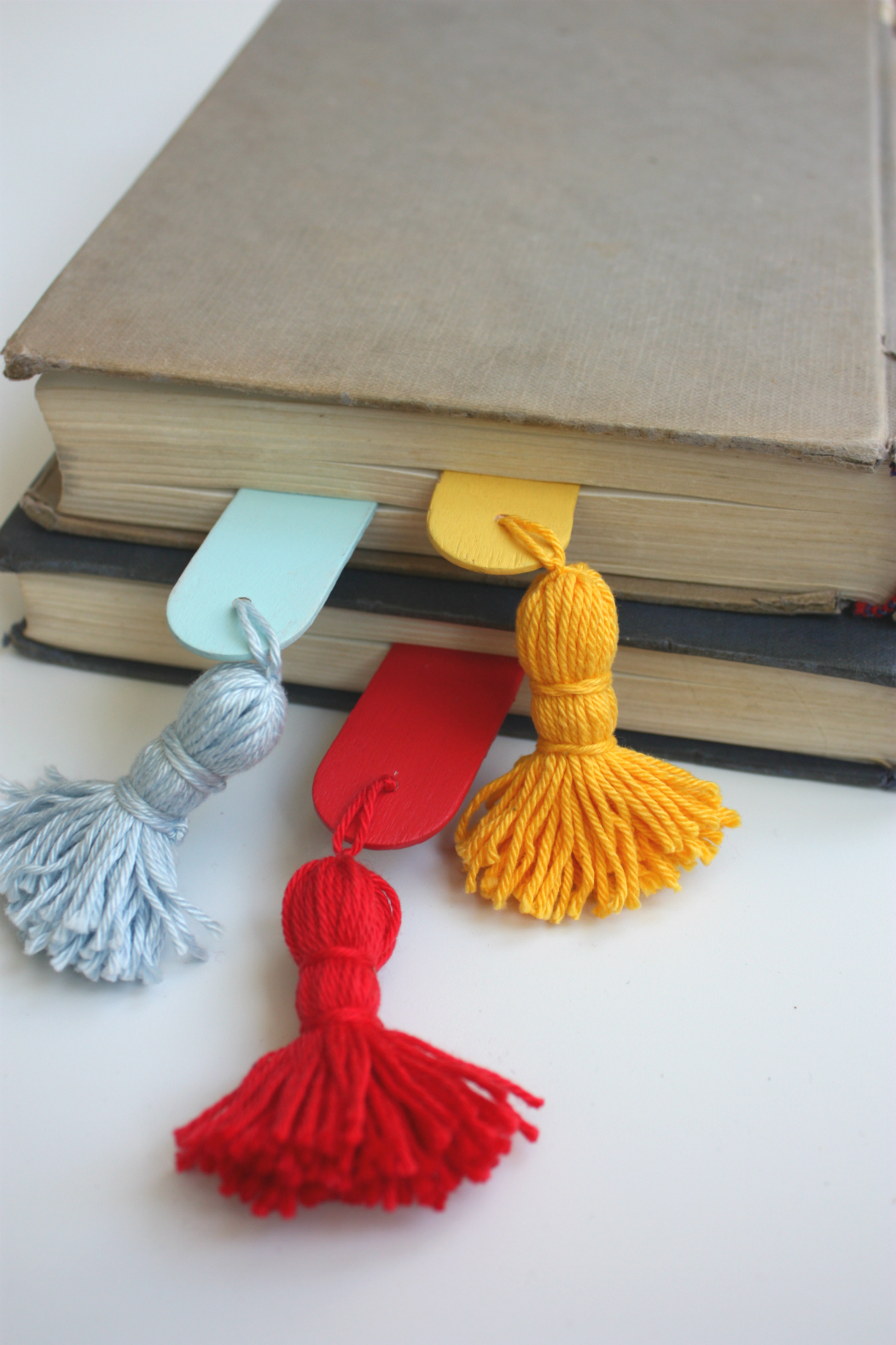 diy how to make a taseel bookmark