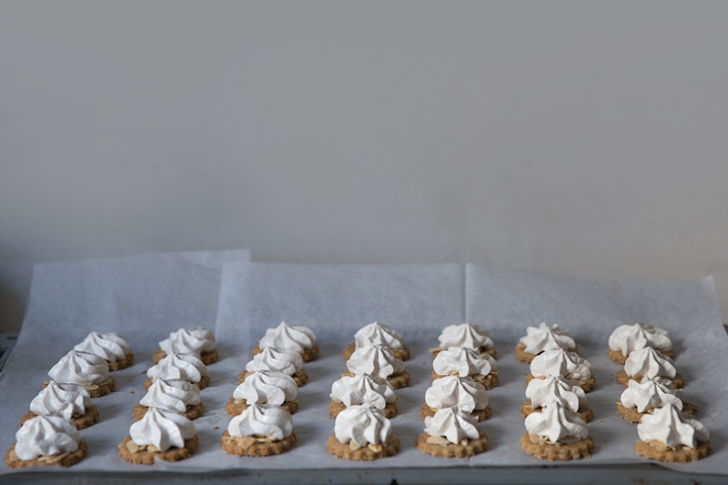 spelt almonds and meringue cookies receipe