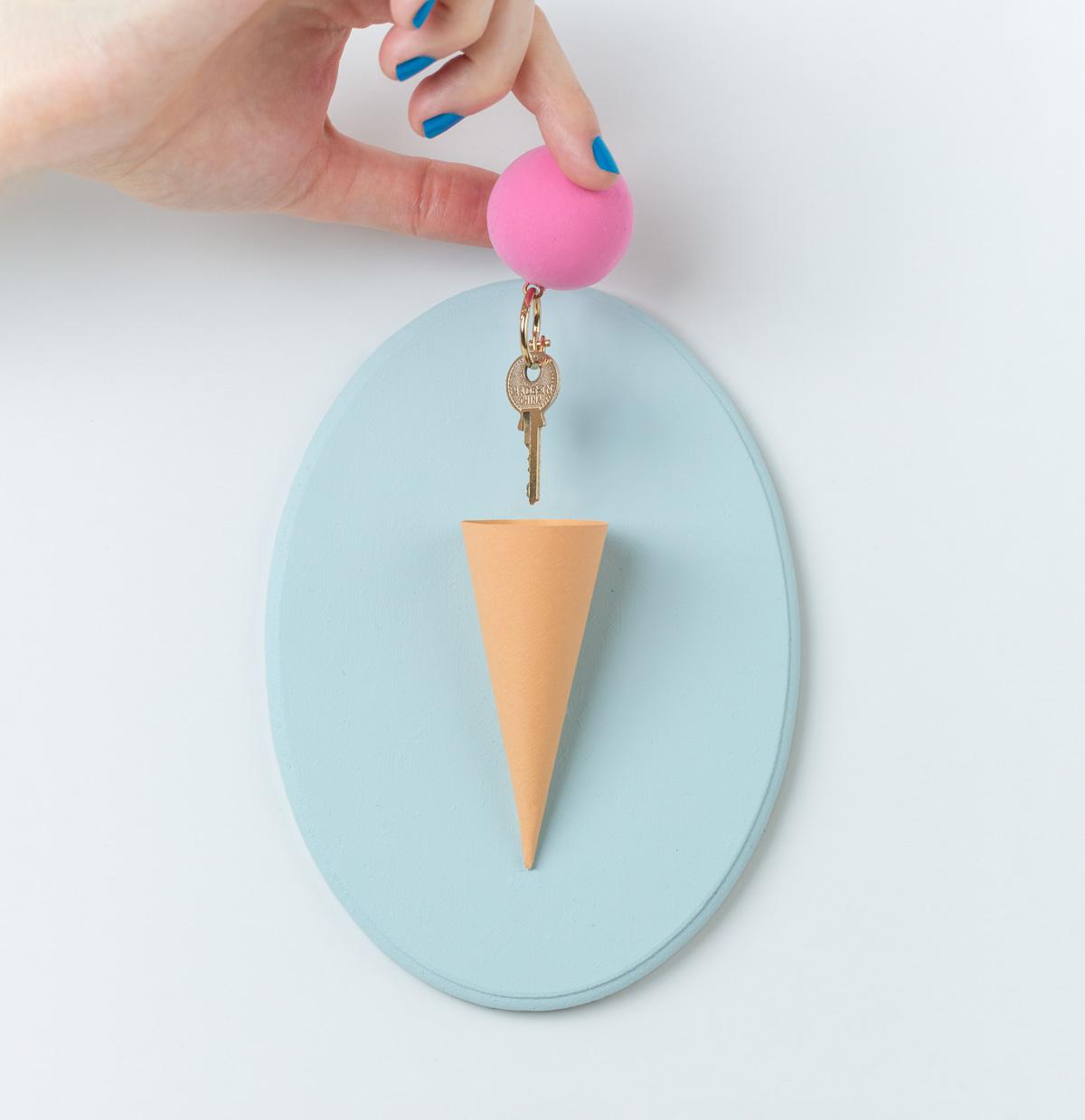 איך להכין מתלה למפתחות בצורת גלידה
