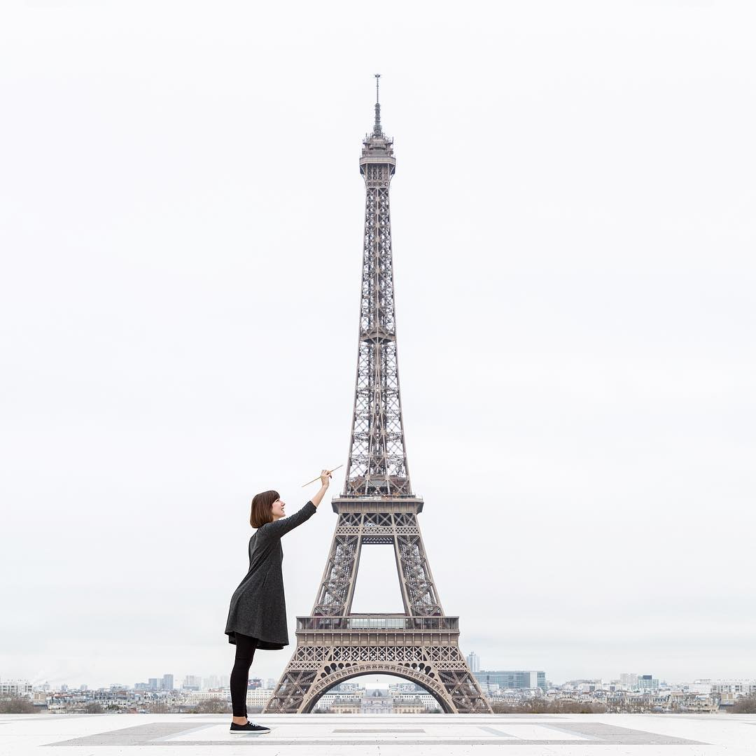 woman painting the eiffel tower creative photography by Daniel Rueda