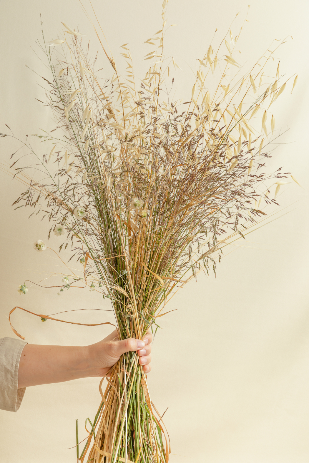 A bouquet of straw and dried branches