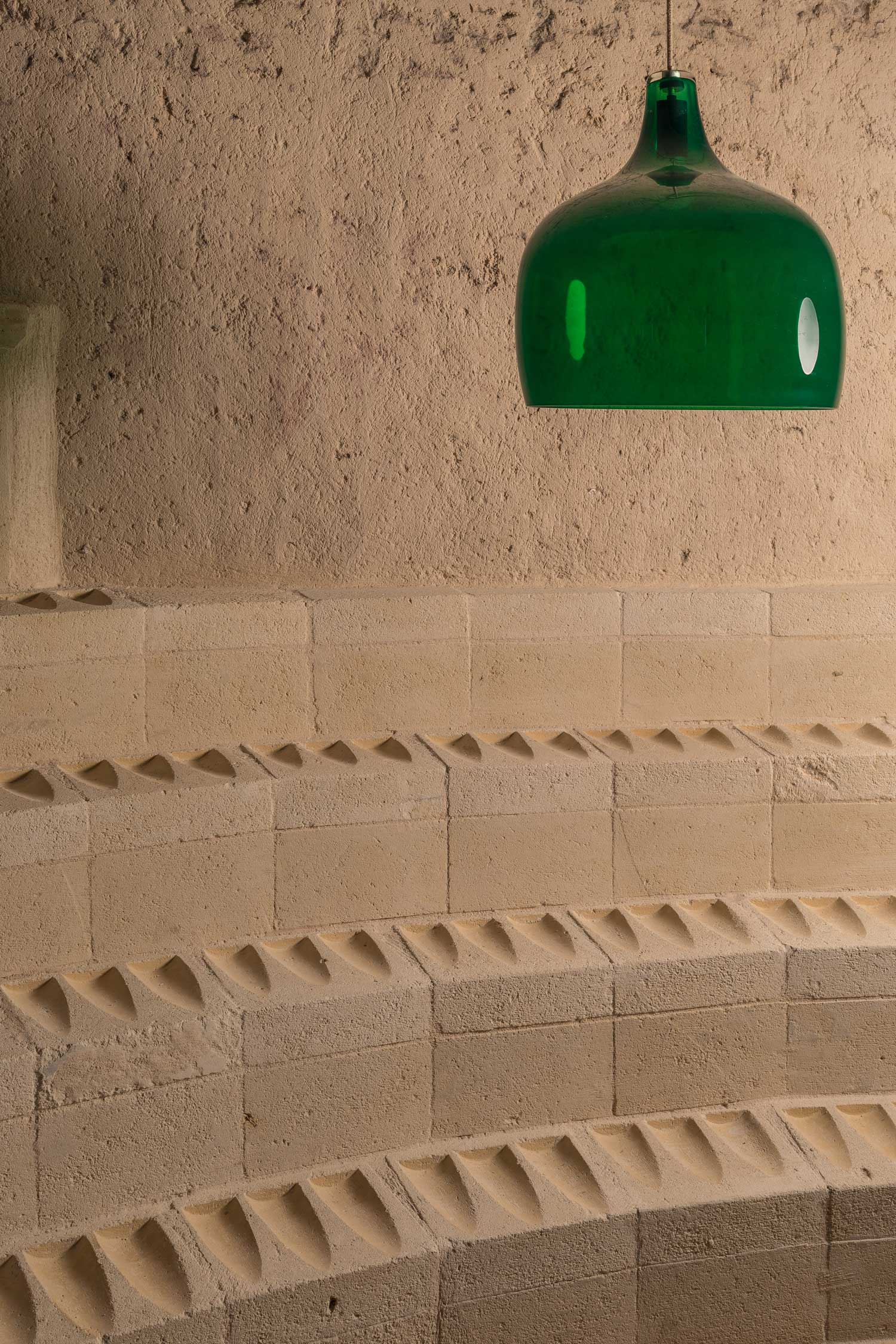 Enoteca-dai-Tosi-Wine-Bar-in-Matera-Italy-by-Architecten-De-Vylder-Vinck-Taillieu-cafeveyafe (13)