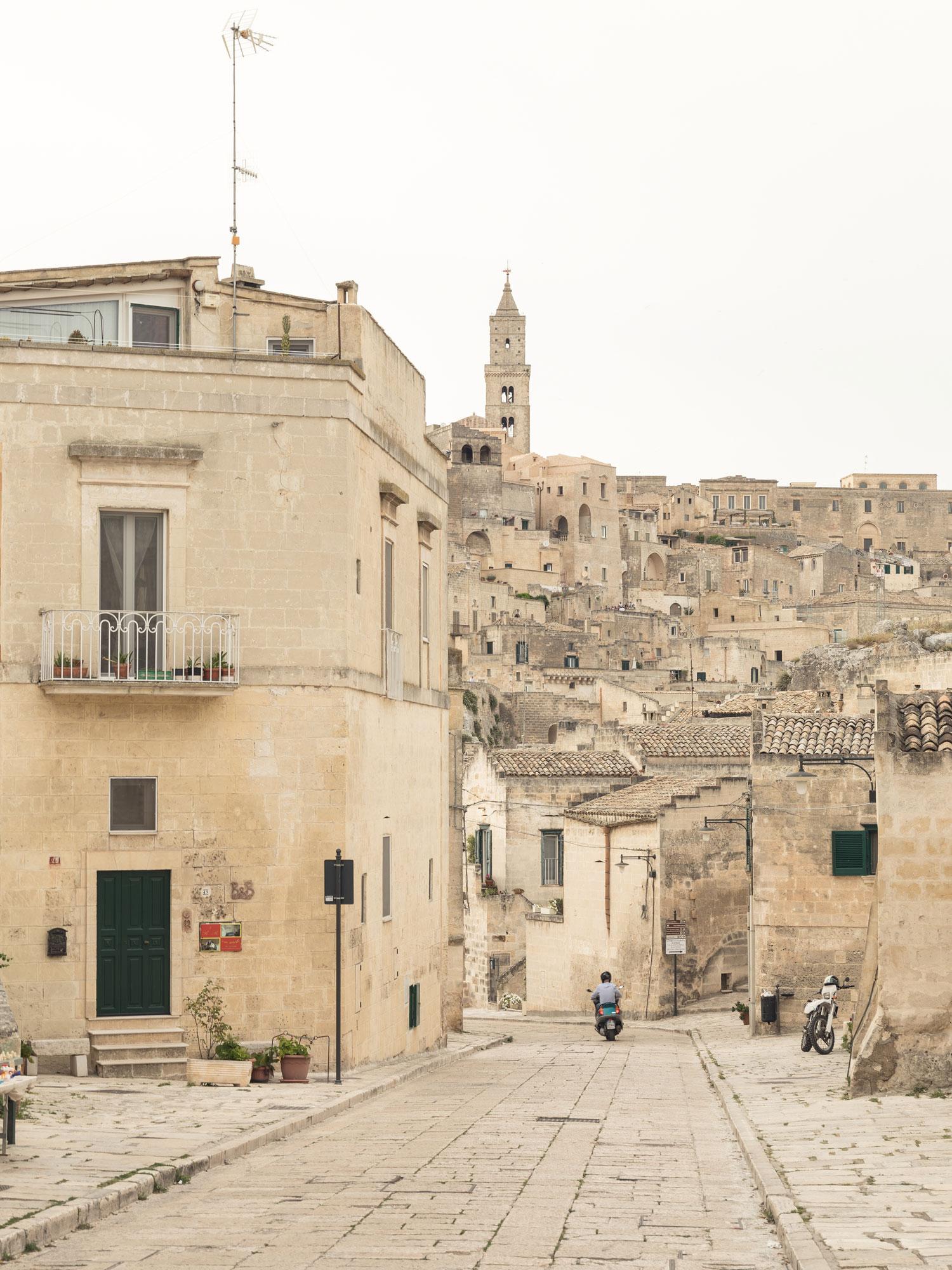 Enoteca-dai-Tosi-Wine-Bar-in-Matera-Italy-by-Architecten-De-Vylder-Vinck-Taillieu-cafeveyafe (6)