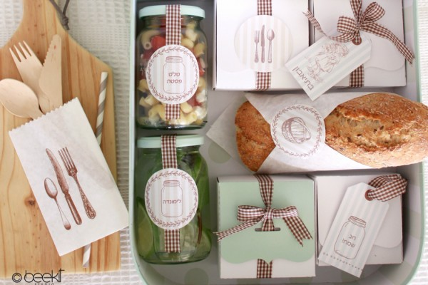 Shavuot picnic kit of dairy food