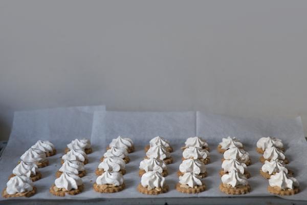 spelt almonds and meringue cookies receipe