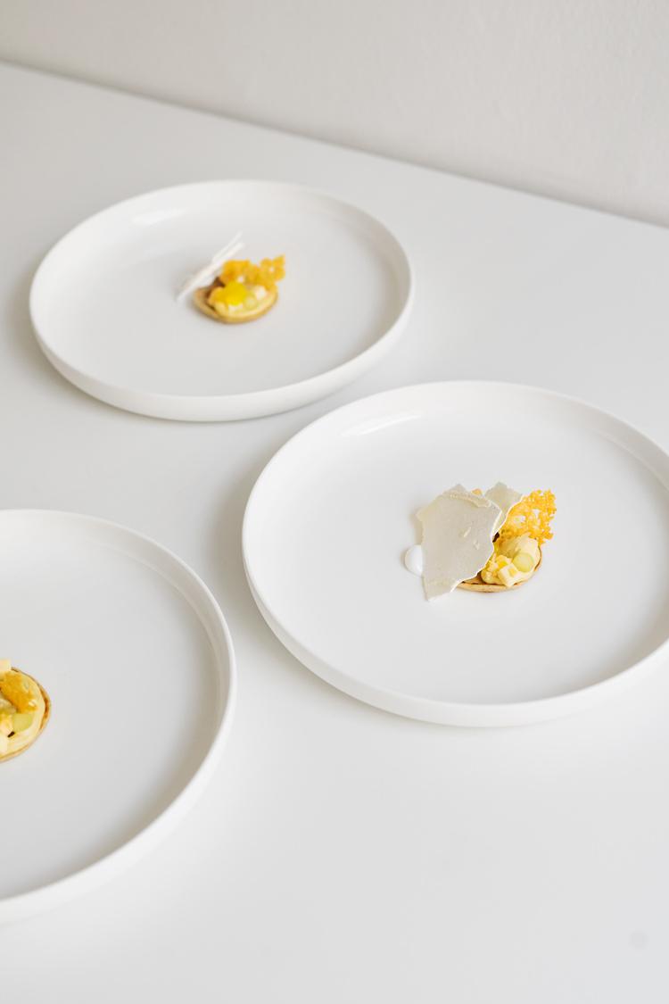 sindroms-sweet-sneak-monochrome-dinner-3